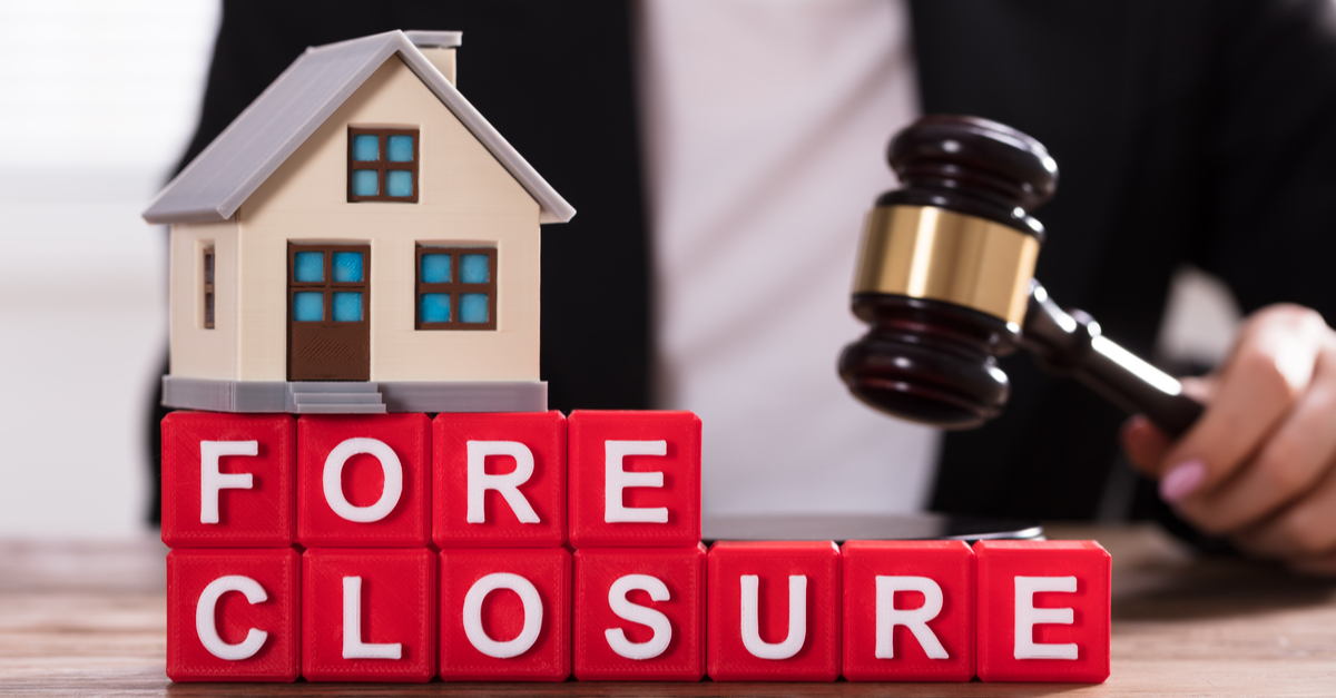 foreclosure letters with a little house and a gavel