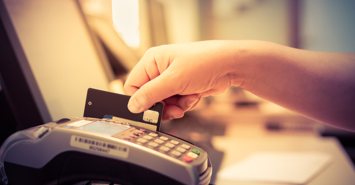 Moment of payment with credit card through a credit card machine