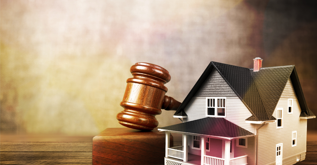 a gavel and a house representing foreclosure
